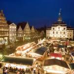 Das historische Rathaus bildet die einzigartige Kulisse für Lüneburgs Weihnachtsmarkt.